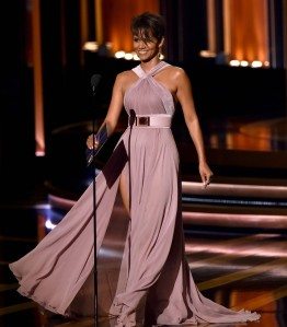 halle-berry-emmys-2014-03