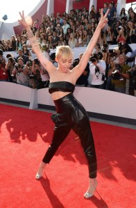 Miley-Cyrus-MTV-VMAs-2014-Pictures