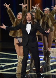 weird-al-sings-lyrics-to-lyricless-television-theme-songs-emmys-2014-06