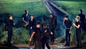 one-direction-night-changes-amas-02