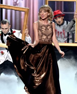 taylor-swift-american-music-awards-2014-14