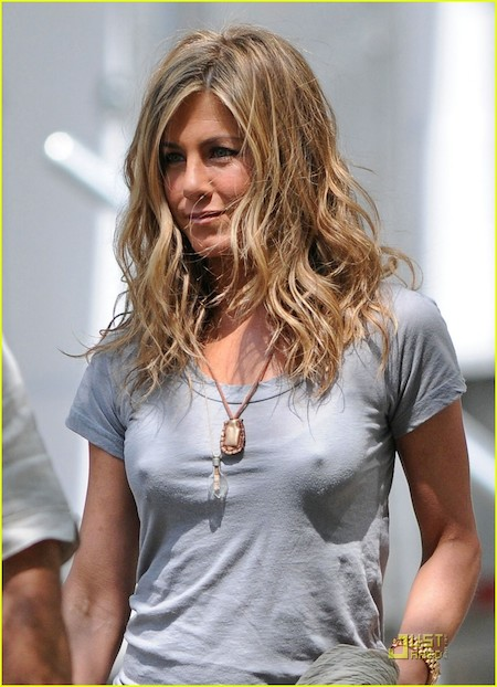 aniston nipple slip Jennifer